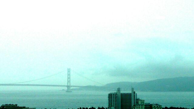 日本標準時の基準となる東経135度子午線上に作られた明石天文台での研修。写真は展望室から見た明石海峡大橋と種子島。