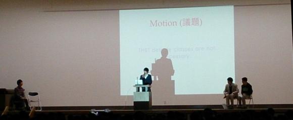 本校生も参加しての英語によるディベートのようす